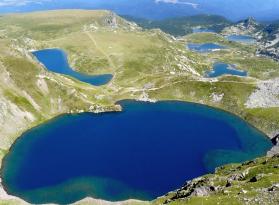 Скакавишки водопад, Езерата и Харамията